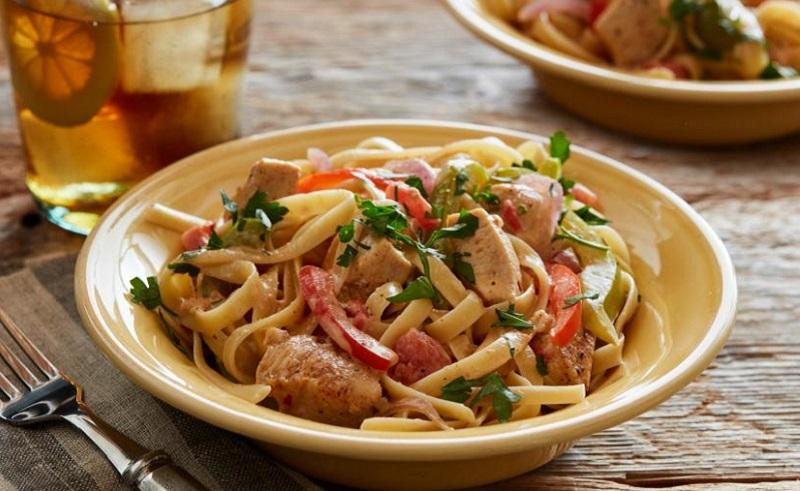 https: img.okezone.com content 2020 02 20 298 2171770 traveling-ke-singapura-ini-rekomendasi-kuliner-lezat-yang-bisa-kamu-coba-2D5uAvcj7k.jpg