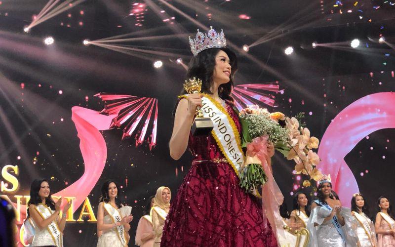 https: img.okezone.com content 2020 02 21 194 2171815 carla-yules-raih-mahkota-miss-indonesia-2020-congratulation-aGYI5toOeR.jpg