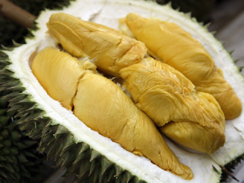 https: img.okezone.com content 2020 02 21 298 2171889 gara-gara-covid-19-harga-durian-musang-king-di-malaysia-turun-drastis-PC47lhD9n6.jpg