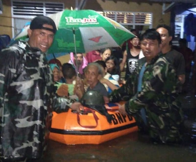 https: img.okezone.com content 2020 02 21 512 2172370 265-warga-masih-mengungsi-akibat-banjir-pekalongan-HkTrzSP3Rh.jpg