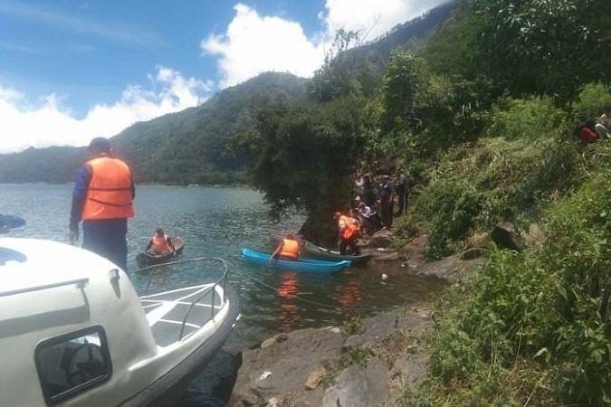 https: img.okezone.com content 2020 02 23 244 2172934 ibu-muda-ditemukan-tewas-di-danau-batur-diduga-sengaja-ceburkan-diri-CGpR8gRyzW.jpg