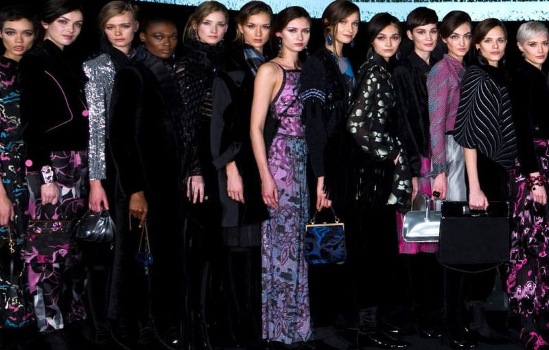 https: img.okezone.com content 2020 02 24 194 2173106 gara-gara-covid-19-fashion-show-giorgio-armani-tak-punya-penonton-ni5Fwddycn.jpg