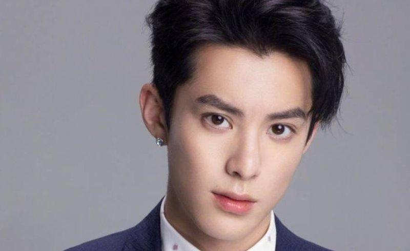 https: img.okezone.com content 2020 02 24 33 2173485 4-aktor-ganteng-mandarin-tak-kalah-dengan-popularitas-k-pop-oaSmBNw2kJ.jpg