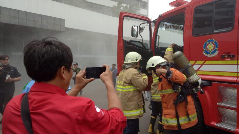 https: img.okezone.com content 2020 02 24 337 2173196 kebakaran-di-gedung-nusantara-iii-dpr-diduga-akibat-kerusakan-sistem-aerosol-1gQYz2rUta.jpg
