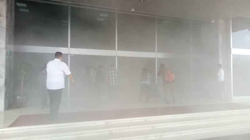 https: img.okezone.com content 2020 02 24 481 2173291 gedung-dpr-sempat-dikira-kebakaran-kenali-bahaya-asap-bagi-pernapasan-ouNgKASMQq.jpg