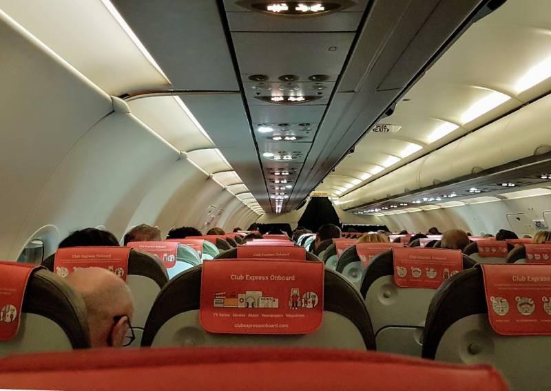 https: img.okezone.com content 2020 02 24 481 2173455 khawatir-covid-19-udara-di-kabin-pesawat-ternyata-lebih-segar-daripada-rumah-3D4xppAQWE.jpg