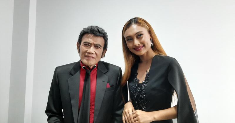 https: img.okezone.com content 2020 02 24 598 2173557 rhoma-irama-akui-sempat-terkesan-oleh-suara-novia-di-indonesian-idol-JSG22YbyKk.jpg