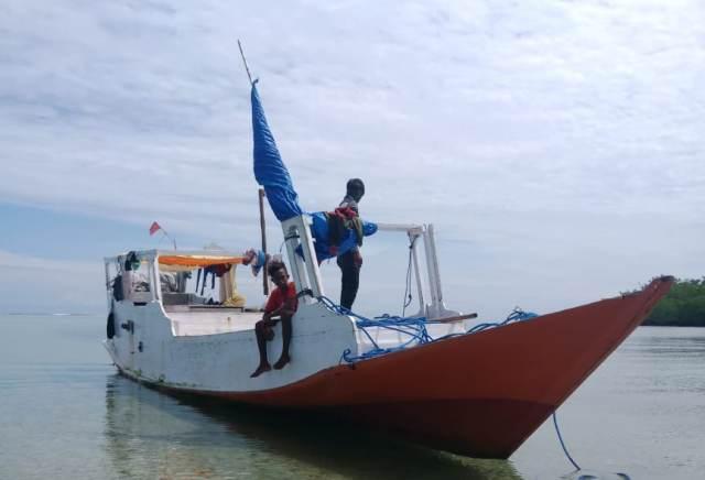 https: img.okezone.com content 2020 02 24 609 2173493 hilang-kontak-nelayan-ini-terombang-ambing-di-laut-selama-sepekan-K4BH9BhsHE.jpg