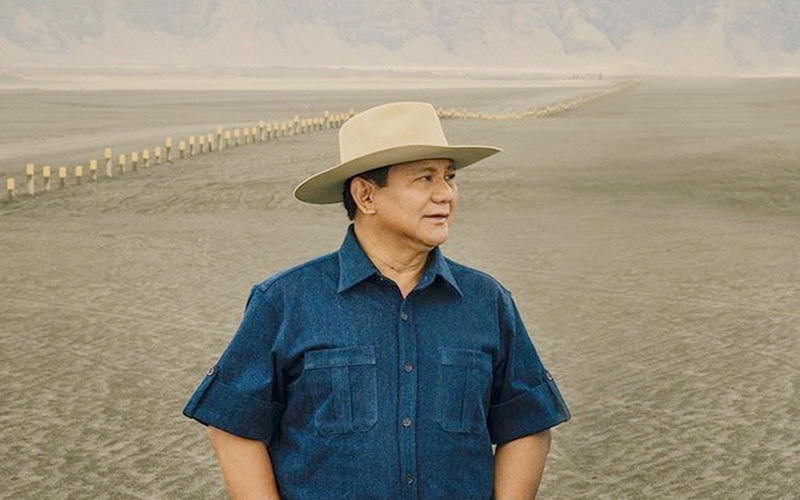 https: img.okezone.com content 2020 02 24 612 2173134 gagahnya-prabowo-subianto-bermain-dengan-burung-elang-di-gurun-pasir-spBIYkvHzr.jpg