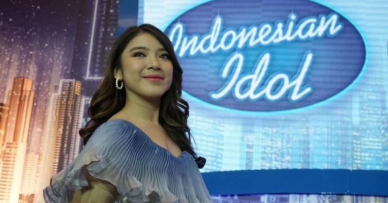 https: img.okezone.com content 2020 02 25 205 2173798 menangis-di-panggung-indonesian-idol-tiara-ungkap-kesedihan-KimYqMFRhS.jpg