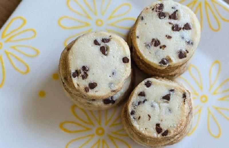 https: img.okezone.com content 2020 02 25 298 2173968 resep-camilan-praktis-biskuit-pemanja-lidah-di-malam-hari-xSTO1DpXJh.jpg