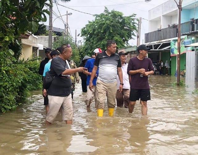 https: img.okezone.com content 2020 02 25 338 2174035 4-penyebab-banjir-di-bekasi-ini-faktor-utamanya-qBxT3EInHE.jpg