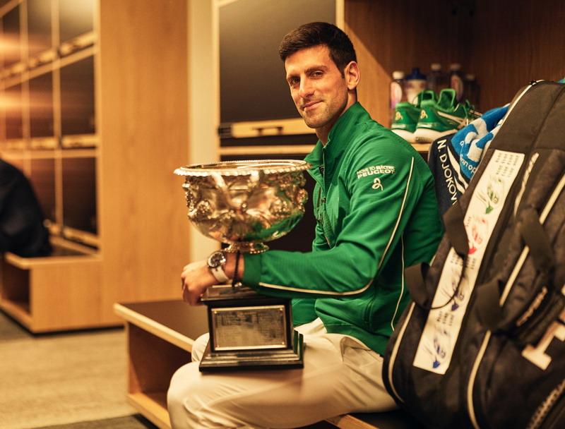 https: img.okezone.com content 2020 02 25 40 2174016 federer-nilai-djokovic-pantas-sabet-gelar-juara-australia-open-2020-rnMPw3EXez.jpg