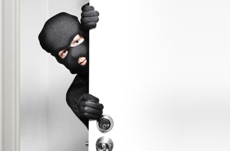 https: img.okezone.com content 2020 02 25 512 2174061 pencuri-nekat-angkut-kasur-hingga-kardus-di-rumah-kosong-Ri7kFIOfnw.jpg