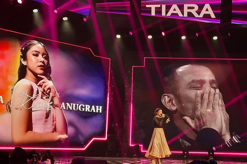 https: img.okezone.com content 2020 02 25 598 2173651 tiara-anugrah-sukses-bawakan-single-kemenangan-indonesian-idol-uYw9djPMfM.jpg