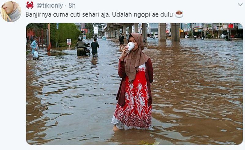 https: img.okezone.com content 2020 02 25 612 2173795 4-meme-banjir-jakarta-hiburan-ala-netizen-ajaib-qRbDJDNQRP.jpg