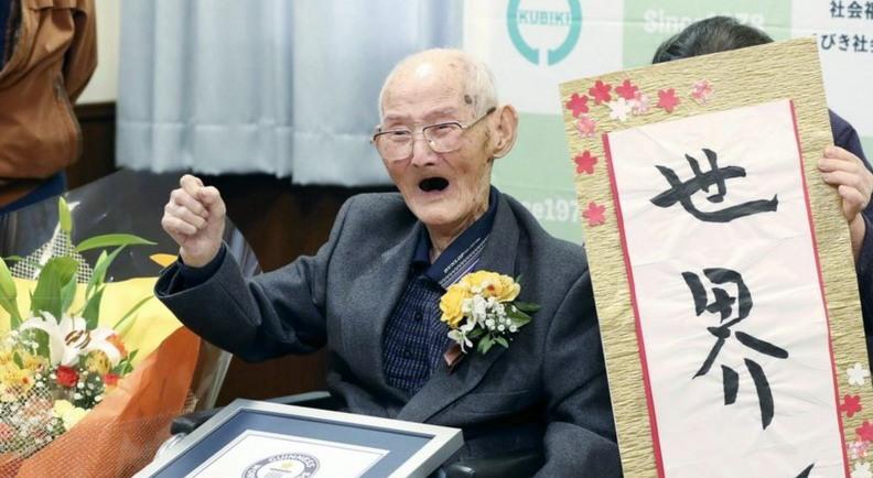 https: img.okezone.com content 2020 02 26 18 2174632 baru-dinobatkan-pria-tertua-di-dunia-meninggal-di-usia-112-tahun-Snxa64aBja.jpg