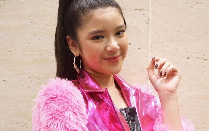 https: img.okezone.com content 2020 02 26 194 2174514 tampilan-girly-ala-tiara-indonesian-idol-nHoiMLXKGe.jpg