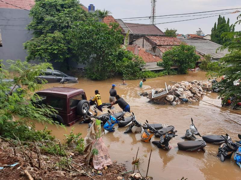 https: img.okezone.com content 2020 02 26 337 2174180 fakta-fakta-banjir-jakarta-istana-kepresidenan-tergenang-hingga-3-565-warga-mengungsi-4wco1ikflF.jpg