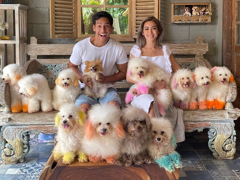 https: img.okezone.com content 2020 02 26 406 2174391 jessica-iskandar-dan-richard-kyle-liburan-bersama-anjing-anjing-lucu-gemas-kp7cY2Feb6.jpg