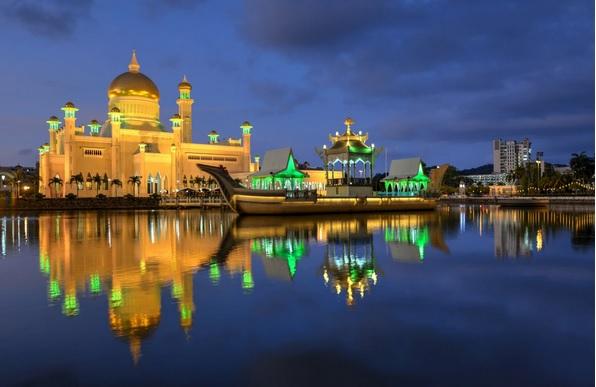 https: img.okezone.com content 2020 02 26 615 2174427 deretan-masjid-indah-di-brunei-darussalam-nomor-2-masjid-terbesar-lZNIlS2C4N.jpg