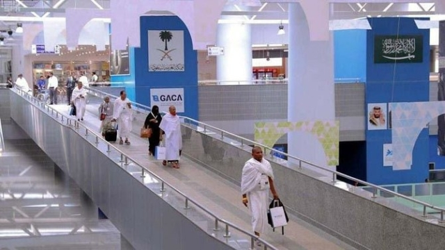 https: img.okezone.com content 2020 02 27 18 2175133 arab-saudi-perketat-pemegang-visa-non-umrah-di-bandara-king-abdul-aziz-WUfeIXeamw.jpg