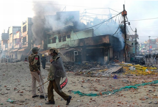 https: img.okezone.com content 2020 02 27 18 2175172 kerusuhan-di-new-delhi-menewaskan-puluhan-orang-apa-yang-sebenarnya-terjadi-C1VK8bLjKc.jpg