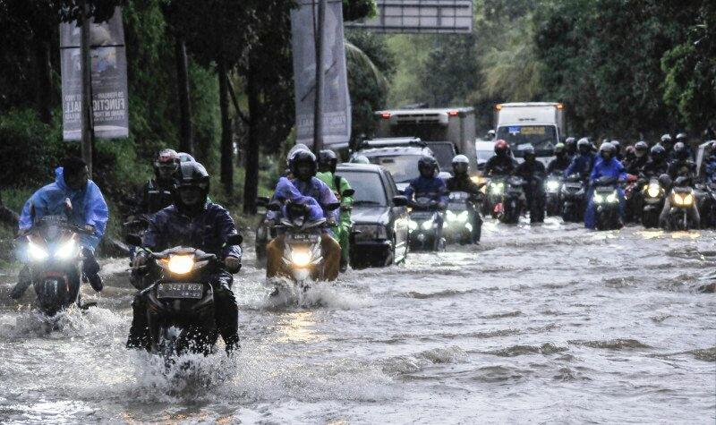 https: img.okezone.com content 2020 02 27 338 2175165 pembangunan-drainase-jadi-kata-kunci-penanggulangan-banjir-eF5Zz0UiLi.jpg