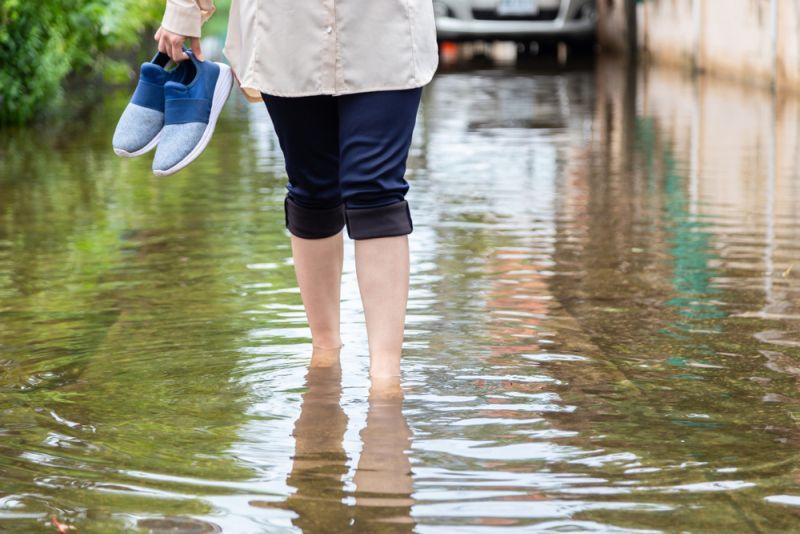 https: img.okezone.com content 2020 02 27 481 2175264 kenali-gejala-leptospirosis-pada-anak-penyakit-akibat-banjir-yang-bisa-sebabkan-kematian-WJHBf7pHIl.jpg