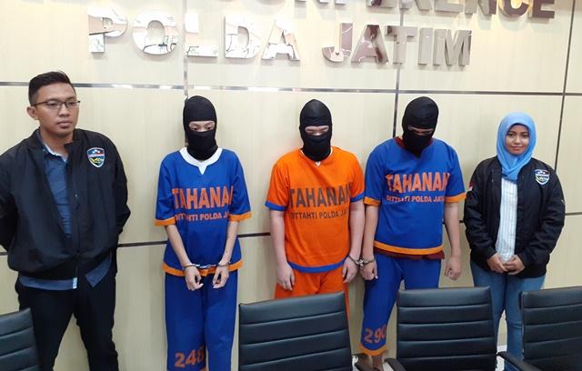 https: img.okezone.com content 2020 02 27 519 2174980 raup-ratusan-juta-rupiah-3-pelaku-kejahatan-carding-ditangkap-polisi-K0mkUuGJWI.jpg