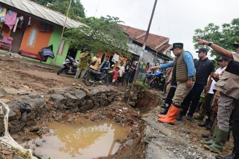 https: img.okezone.com content 2020 02 27 525 2175222 banjir-di-subang-ridwan-kamil-pendangkalan-sungai-pangkal-masalah-jSGP4rBcZN.jpg