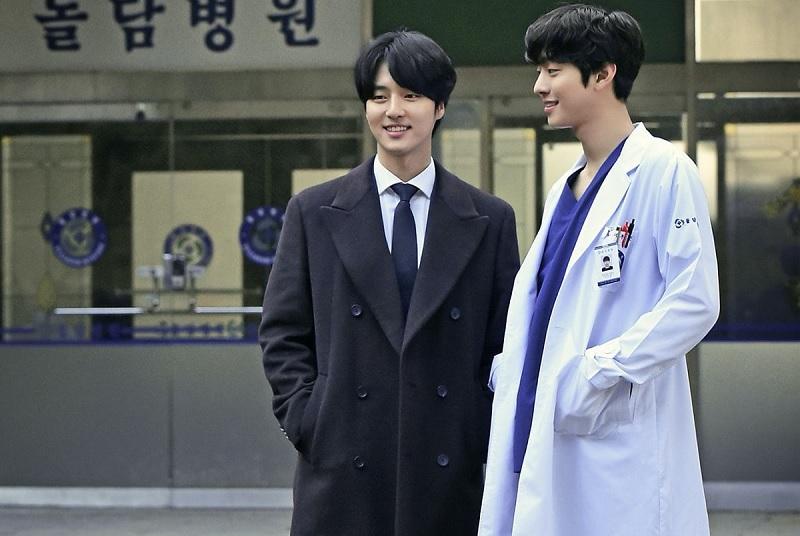 https: img.okezone.com content 2020 02 27 598 2174971 reuni-yang-se-jong-di-romantic-doctor-kim-2-curi-perhatian-penonton-HzQDGPcgpM.jpg