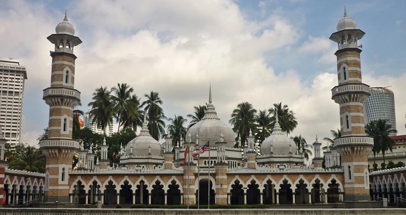 https: img.okezone.com content 2020 02 27 615 2174869 deretan-masjid-cantik-di-malaysia-nomor-1-berusia-seabad-lebih-hcKsvW85C8.jpg