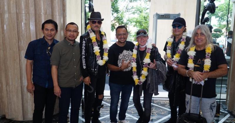 https: img.okezone.com content 2020 02 28 205 2175625 jelang-jogjarockarta-festival-scorpions-dan-whitesnake-tiba-di-yogyakarta-gMPAyPbcIn.jpeg