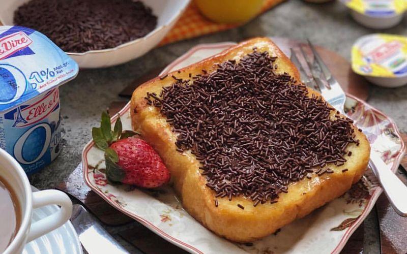 https: img.okezone.com content 2020 02 28 298 2175827 sarapan-praktis-kaya-rasa-resep-french-toast-cokelat-ULnDNUlpik.jpg