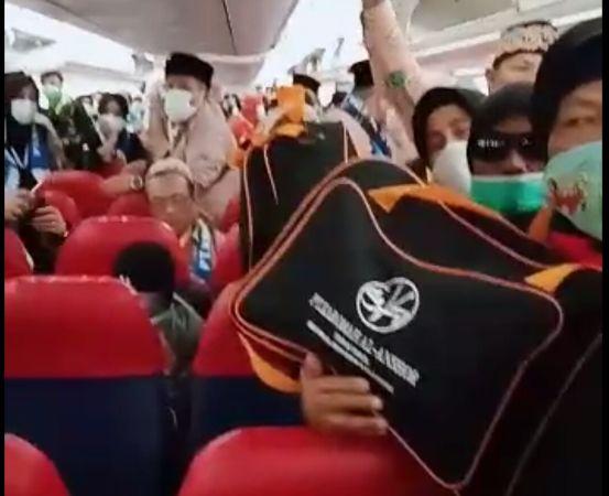 https: img.okezone.com content 2020 02 28 337 2175375 ketegangan-jamaah-umrah-saat-pesawat-sempat-dilarang-mendarat-di-arab-saudi-v52I1Y4Hqx.jpg