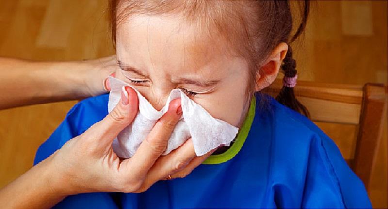 https: img.okezone.com content 2020 02 28 481 2175721 obati-pilek-efektifkah-menyedot-lendir-pada-hidung-anak-yang-tersumbat-Ktsd4qGeV9.jpg
