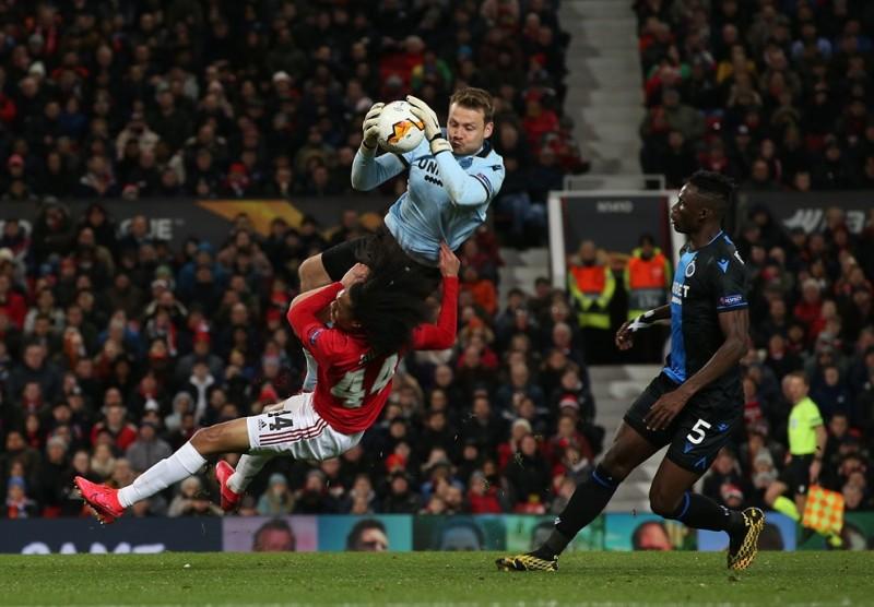 https: img.okezone.com content 2020 02 28 51 2175344 man-united-vs-club-brugge-mignolet-setan-merah-layak-lolos-GvjpLADFnj.jpg