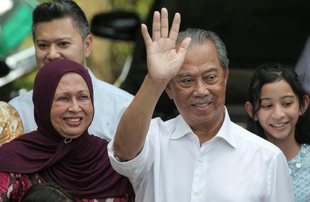 https: img.okezone.com content 2020 02 29 18 2176213 muhyiddin-yassin-minta-warga-malaysia-terima-keputusan-istana-negara-KlvJ4r9Chu.jpg
