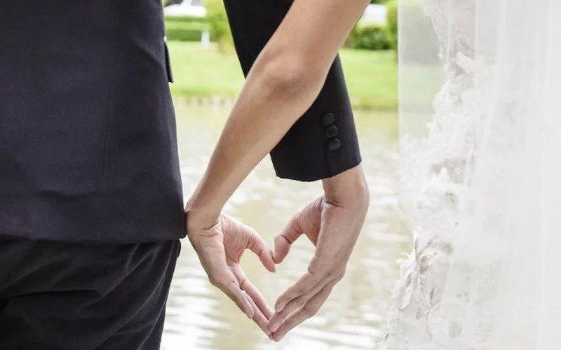 https: img.okezone.com content 2020 02 29 196 2176155 5-tahun-pernikahan-pertama-masa-paling-sulit-benarkah-b6WV0DIzd8.jpg