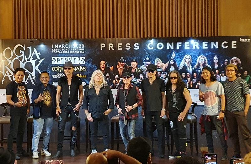 https: img.okezone.com content 2020 02 29 205 2176247 scorpions-antusias-jelang-konser-di-yogyakarta-v07M0fo4Xh.jpeg