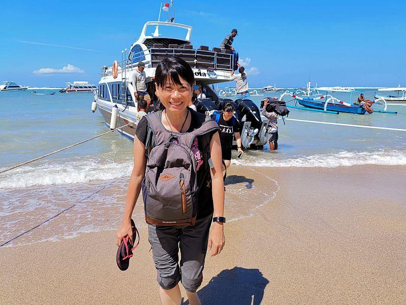 https: img.okezone.com content 2020 02 29 244 2176068 perpanjang-visa-ratusan-turis-china-yang-berlibur-di-bali-takut-pulang-9jkQo9fDgE.jpg