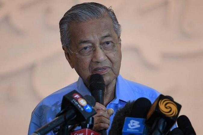 https: img.okezone.com content 2020 03 01 18 2176395 mahathir-mohamad-merasa-dikhianati-pm-baru-malaysia-muhyiddin-yassin-ctdYe2vQEn.jpg