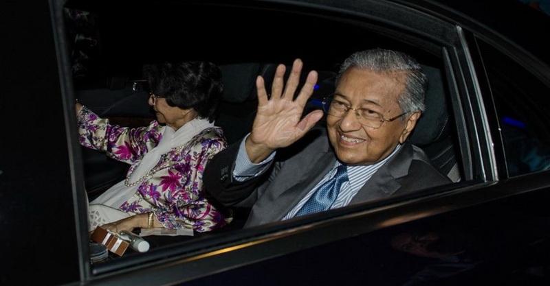 https: img.okezone.com content 2020 03 01 18 2176411 kemelut-politik-malaysia-mahathir-pelantikan-muhyiddin-terasa-aneh-88m1v1gp6e.jpg
