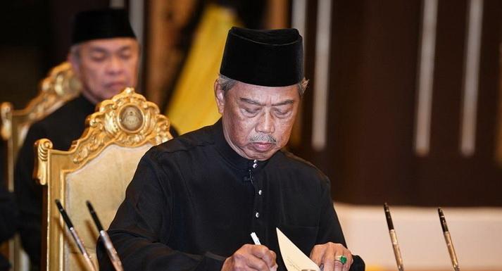 https: img.okezone.com content 2020 03 01 18 2176552 besok-pm-muhyiddin-yassin-temui-kepala-kepolisian-dan-angkatan-bersenjata-malaysia-iwTTUkQIr9.jpg