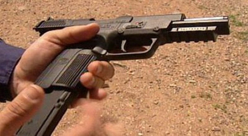 https: img.okezone.com content 2020 03 02 18 2176828 pria-bersenjata-sandera-puluhan-orang-di-mal-populer-manila-aVBCw9JCLx.jpg