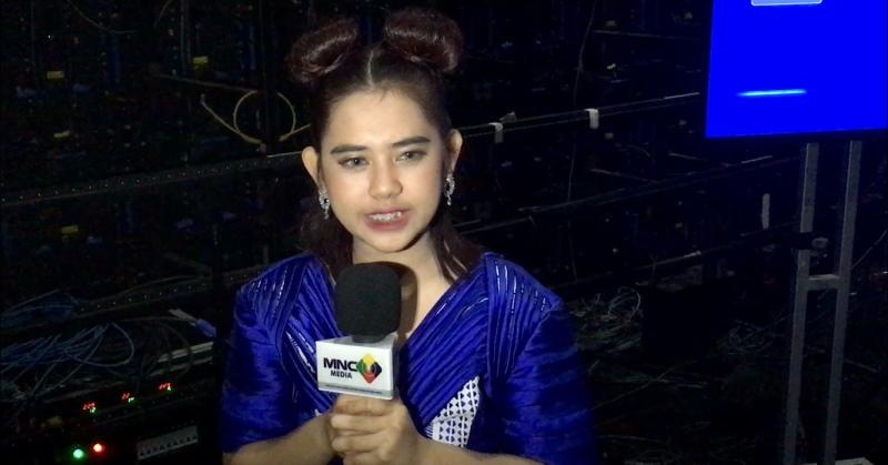 https: img.okezone.com content 2020 03 02 598 2177143 ziva-rizky-febian-rebutan-terima-kasih-di-panggung-indonesian-idol-pySO6HILUR.jpeg