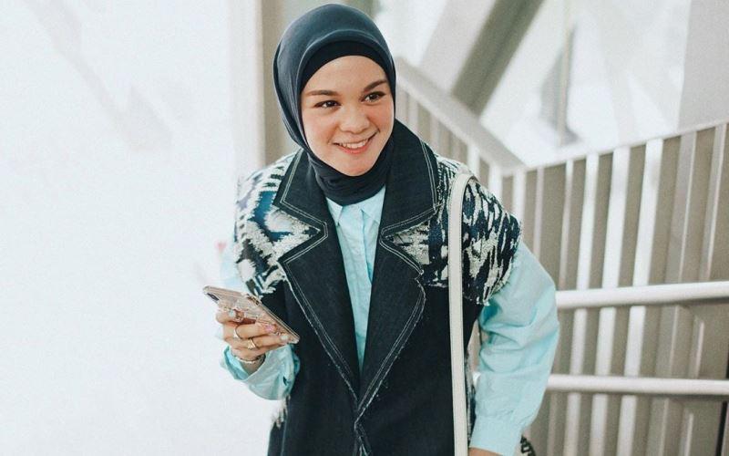 https: img.okezone.com content 2020 03 02 615 2176978 4-gaya-hijab-yang-membuatmu-makin-cantik-saat-ke-kantor-sfTkhpp3pq.jpg