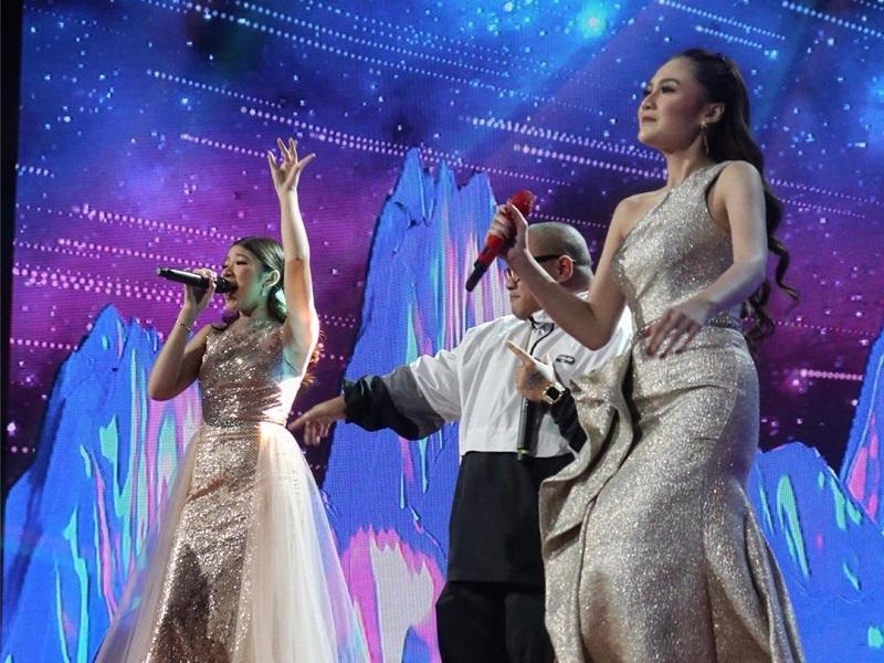 https: img.okezone.com content 2020 03 03 194 2177350 intip-gaya-nella-kharisma-saat-goyang-panggung-final-indonesian-idol-x-aAGwc8u6lB.jpg