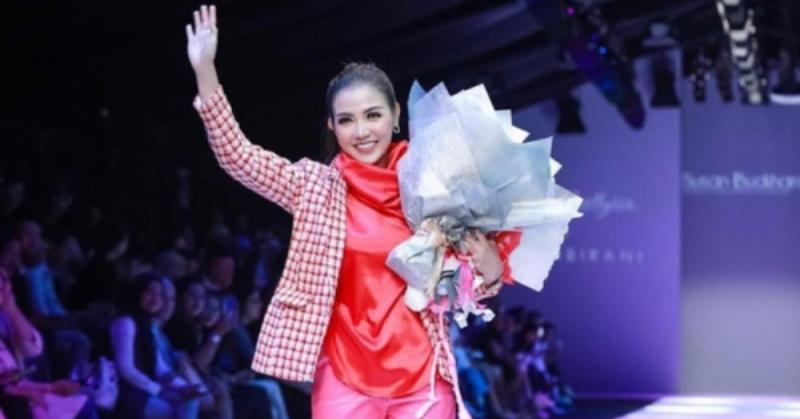 https: img.okezone.com content 2020 03 03 33 2177666 imbas-virus-korona-baju-rancangan-bella-shofie-batal-tampil-di-vietnam-424I6F3SC6.jpg